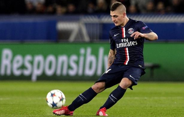 Хавбек итальянского клуба «Пари Сен-Жермен» остановил атаку соперника, стащив с него трусы