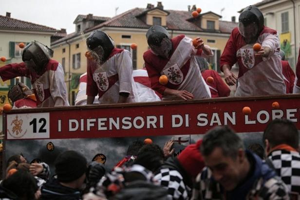 Итальянскии фестиваль «Битву апельсинов»