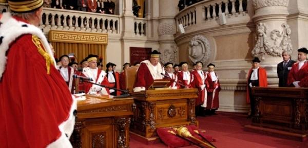 Кассационный суд Италии признал подкуп полицейского законным