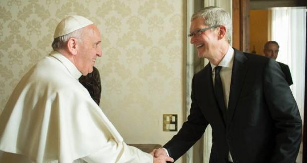 Гендиректор Apple встретился с Папой Римским Франциском в Ватикане
