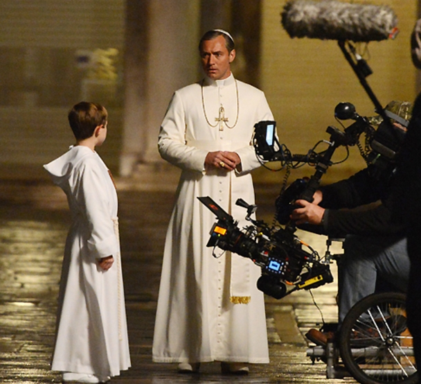 Джуд Лоу в роли Папы Римского в новом сериале «Молодой папа»