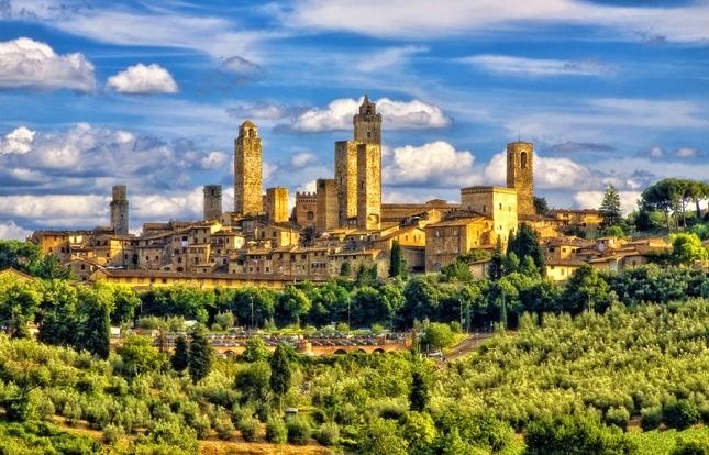 Тройка лидеров заканчивается одним из красивейших по своей природе тосканских городов – Сан-Джиминьяно