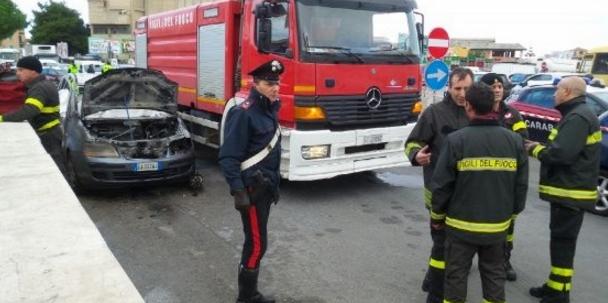 Безработный сжег себя в авто на итальянском рынке