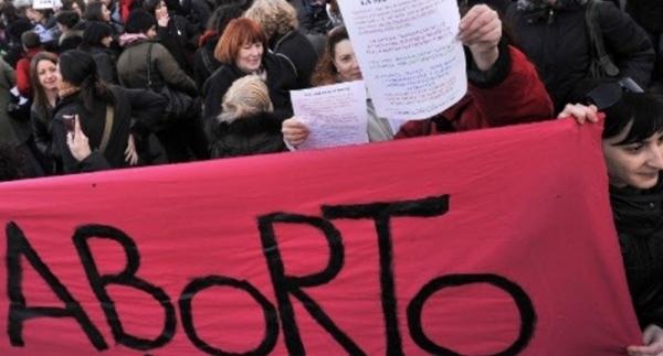 Итальянцы добиваются отмены штрафов за незаконный аборт