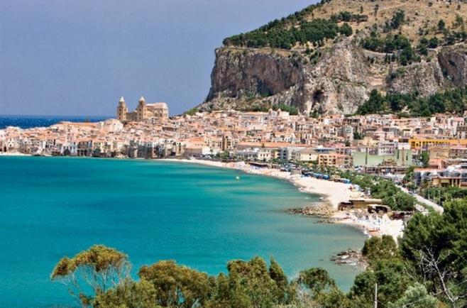Город Чефалу на Сицилии