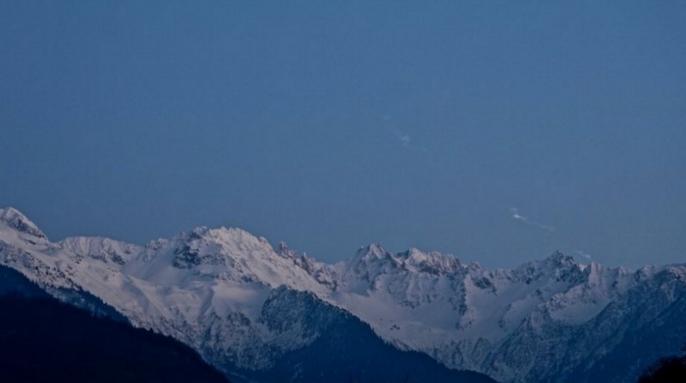 Яркий огненный шар ярче полной луны загорелся в небе над северной Италией