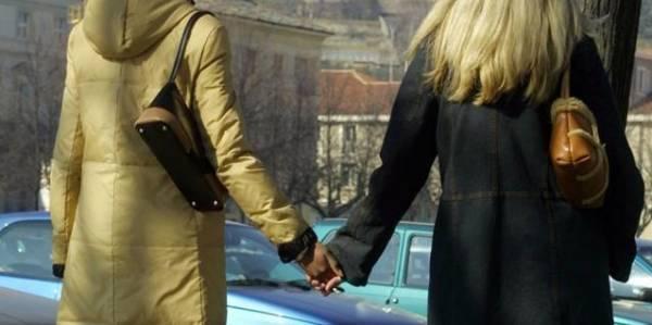 Пара итальянских лесбиянок сможет усыновить детей друг друга