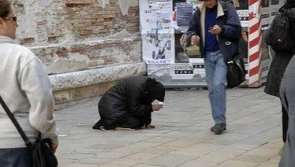 В итальянском городе будут штрафовать людей, подающих нищим