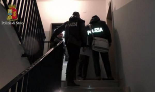 На юге Италии арестовали 23 человека