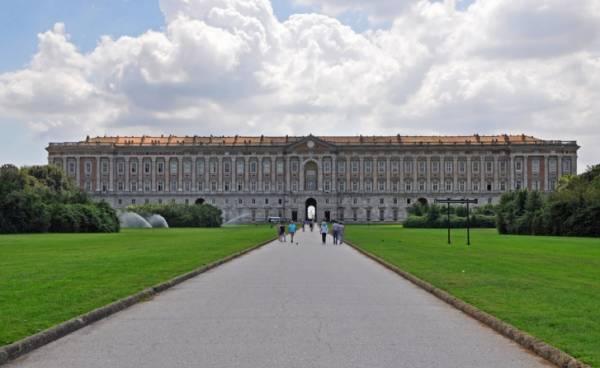 Двенадцать семей живут в итальянском дворце за 5 евро