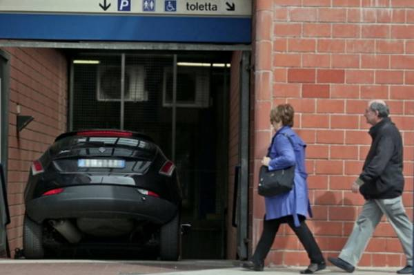 Неувязочка вышла: турист перепутал римское метро с паркингом