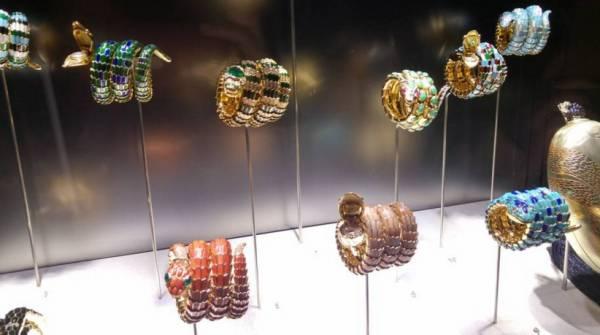 Стильные драгоценные змеи от Bulgari на выставке в Риме