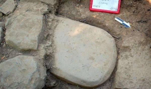 Новая находка в развалинах этрусского храма – стела с неразгаданной на