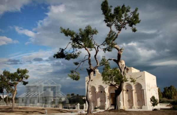 В Манфредонии воссоздали храм XII века при помощи проволочной сетки