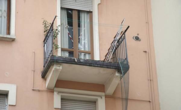 Мужчина вышел покурить на балкон и… погиб