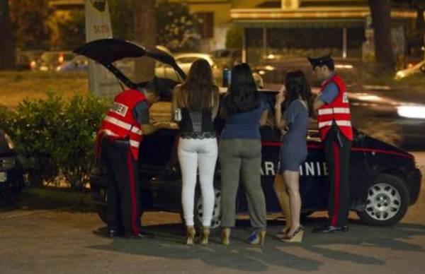 Итальянский город штрафует проституток за сексуальную одежду и кокетли