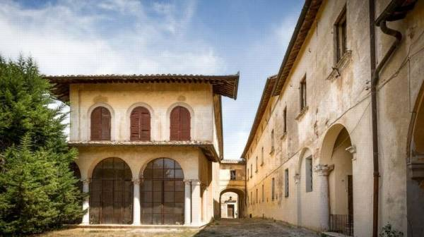 Тоскана: продается деревня с виллой XVIII века