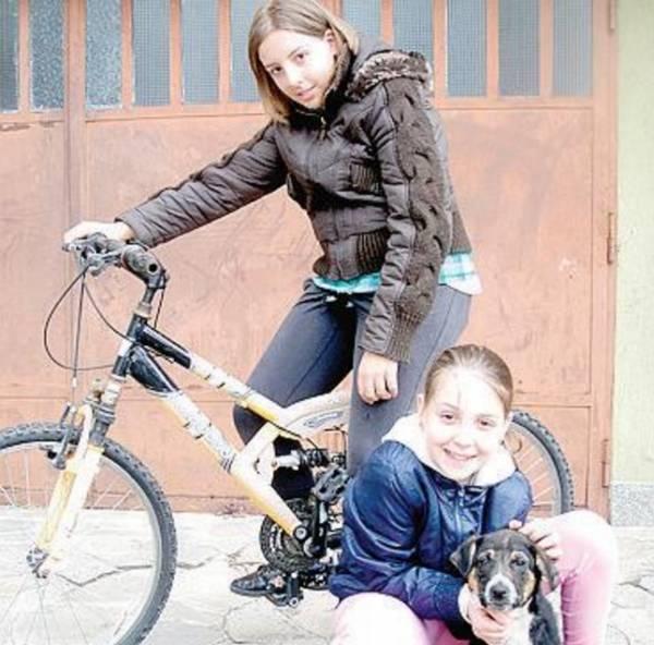 Собака помогла итальянским девочкам найти пакет с 10000 евро