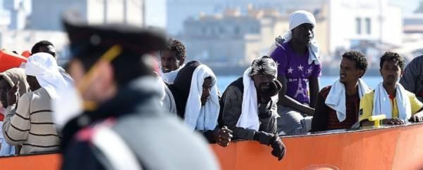 Итальянские военные снова спасают мигрантов у сицилийских берегов
