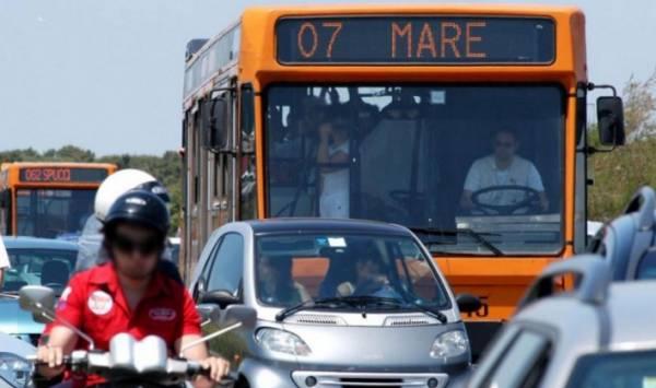 Рим: с 1 мая вернулись автобусные маршруты, которые доставляю на пляж