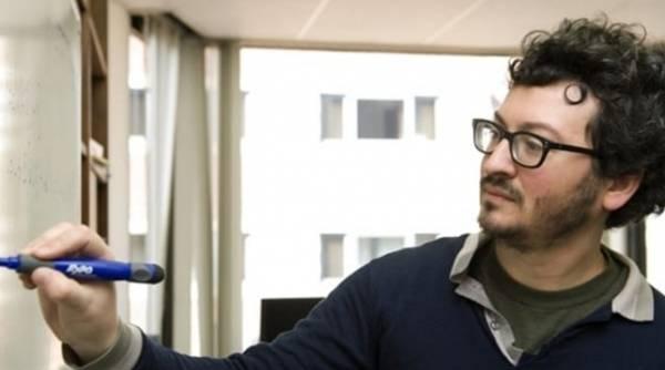 СМИ Италии: Решая в самолете уравнение, можно сойти за террориста