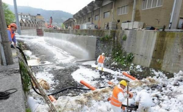 Генуя: прорыв нефтепровода