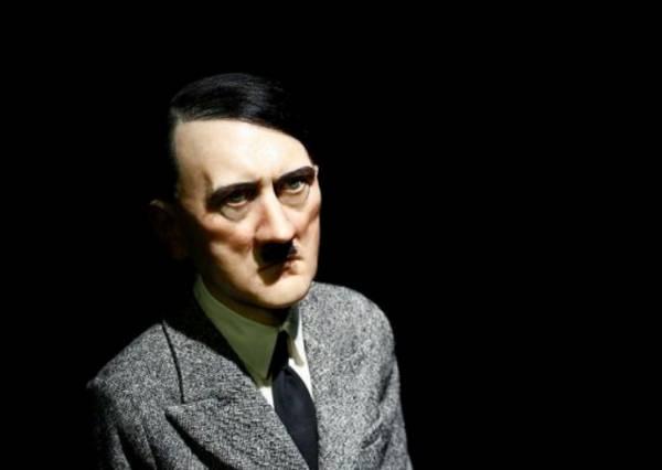Итальянский скульптор продал статую Адольфа Гитлера за 15 млн евро