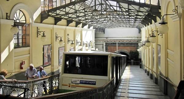 Центральный фуникулер Неаполя закроется в августе 2016 г.