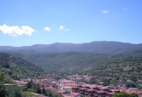 Мэр продает дома в деревушке региона Сицилия по 1 евро