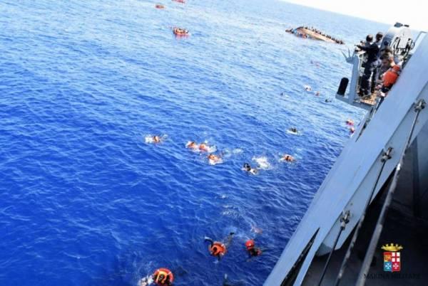 Катастрофа: у берегов Италии перевернулось судно с мигрантами