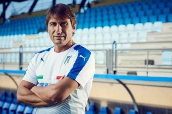 Наставник сборной Италии по футболу Антонио Конте