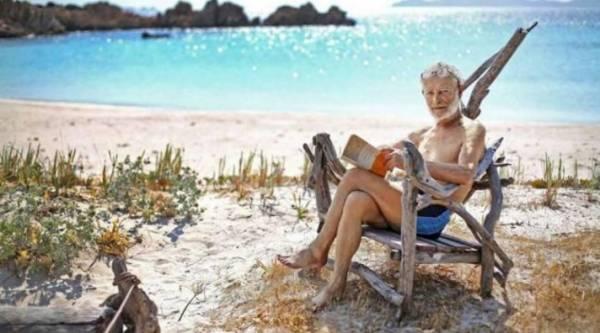 Остров Буделли, за которым он смотрит много лет, хотят продать