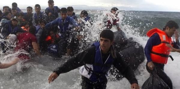 Италия согласна принимать мигрантов в «хот-спотах» в открытом море