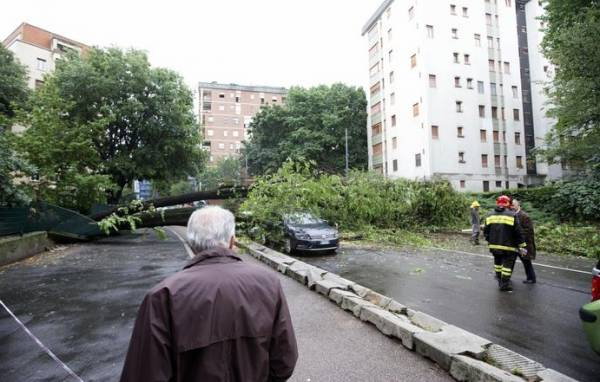 Сильные штормы и наводнение посеяли хаос в Милане