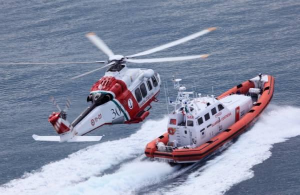 В очередной раз береговая охрана Италии спасла тонущих нелегалов