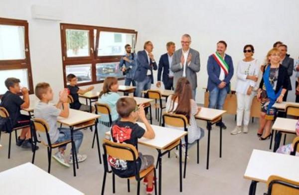 Школа, разграбленная после землетрясения, получит новые компьютеры