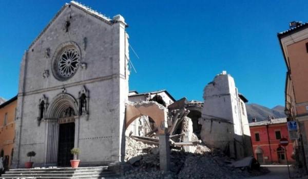 Самое мощное землетрясение в Италии за 36 лет