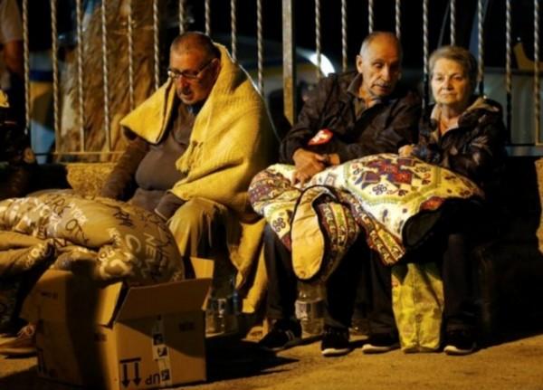 Пятнадцать тысяч людей оказались бездомными после землетрясения