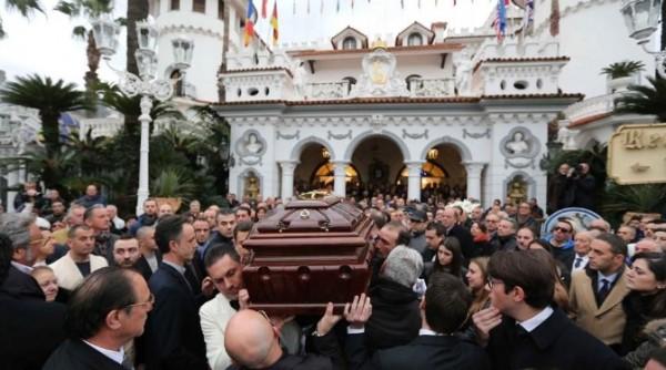 Сант-Антонио-Абате прощается с Антонио Полезе, «боссом церемоний»