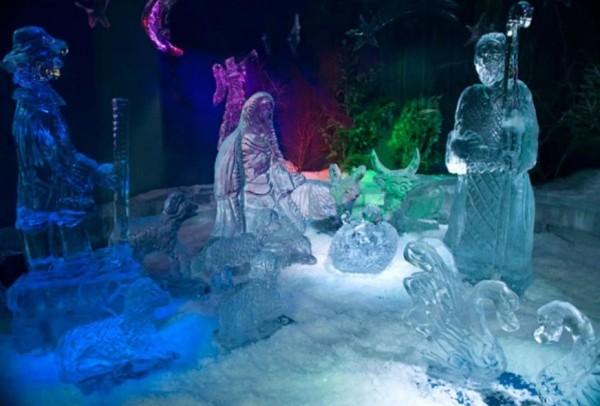 в Неаполе выставка рождественского презепе из льда