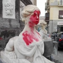 Неаполь. Каморра на площади Меркато, праздничный рэкет Бефаны вырос до 500 евро