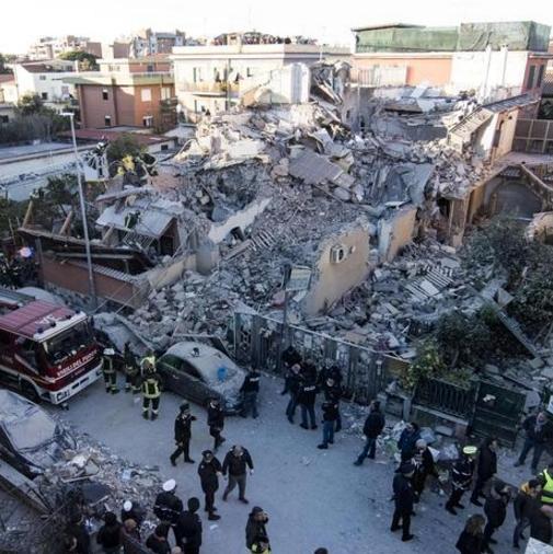 Четыре человека пропали без вести после взрыва здания в Риме