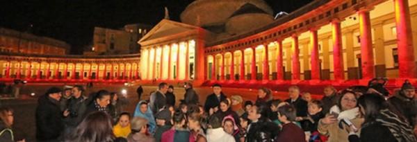 Неаполь, огни колоннады на площади Плебисцита посвящены Алеппо