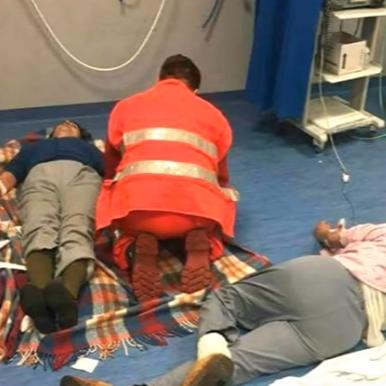 Неаполь. Скорая помощь на полу больницы: обвиняющие снимки в сети Facebook