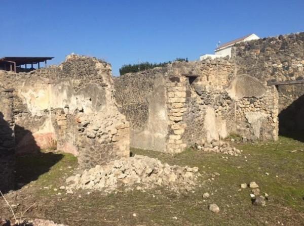 Помпеи, обвалилась еще одна стена античного города