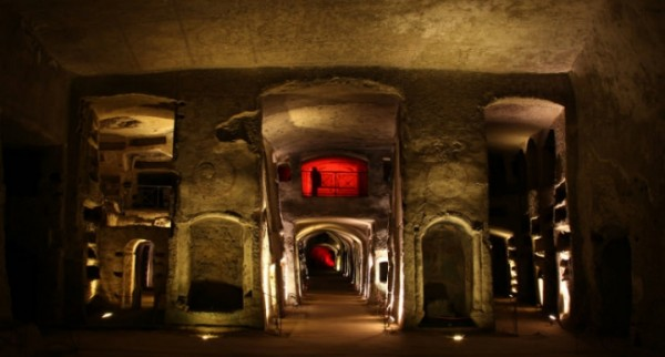 Катакомбы Сан-Дженнаро: экскурсии в глубь веков