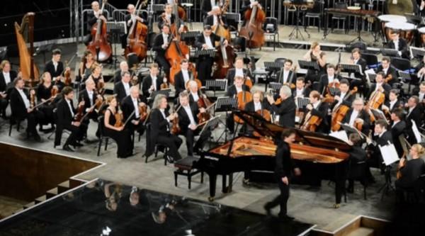 Театр Сан-Карло принимает филармонический оркестр из Санкт-Петербурга
