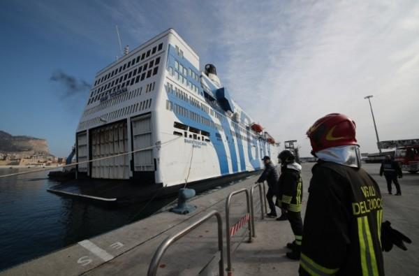 Палермо: пожар на пароме, спасатели подоспели вовремя