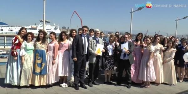 в порту Неаполя туристов будут встречать костюмированные персонажи