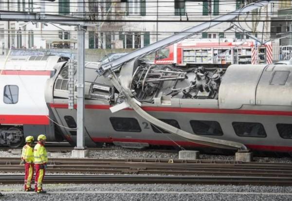 Поезд, ехавший из Италии в Швейцарию, сошел с рельсов